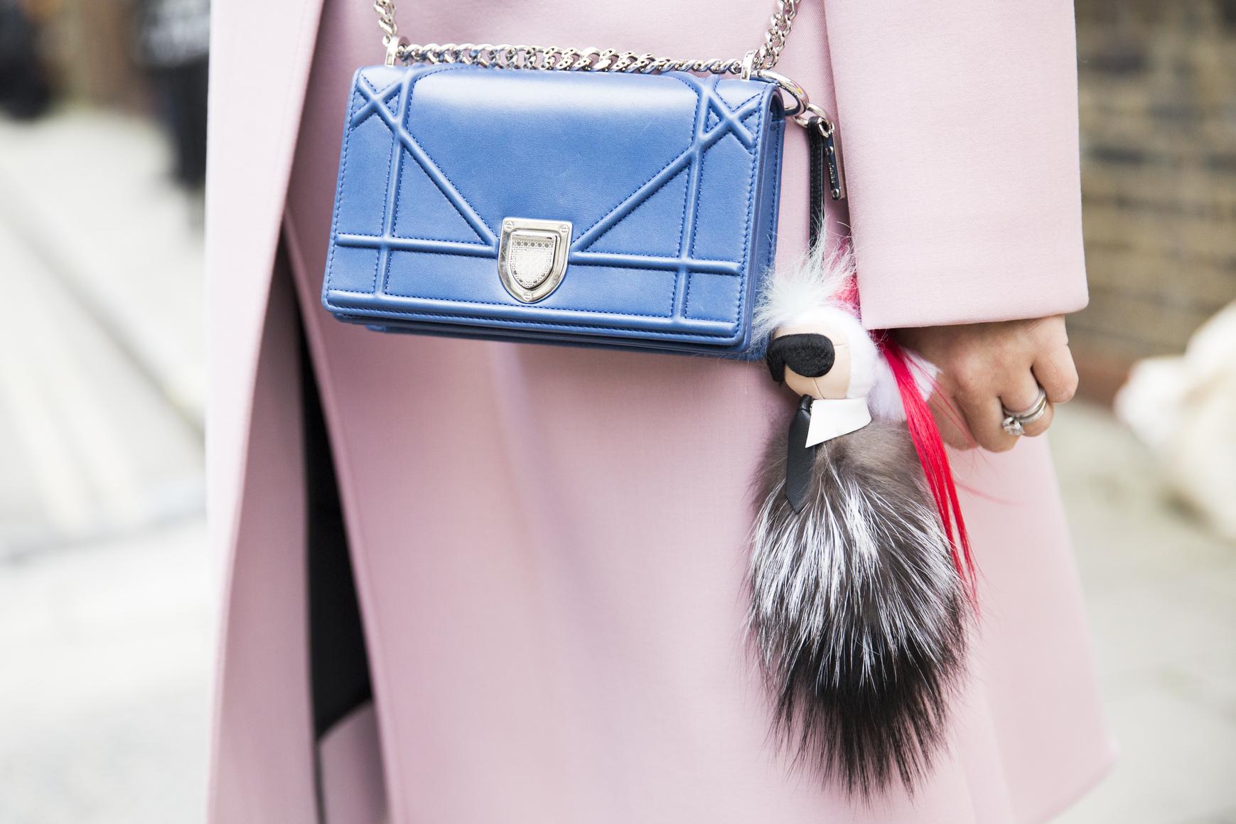 Futrzane, zabawne breloczki stanowią świetny dodatek do każdej torebki!