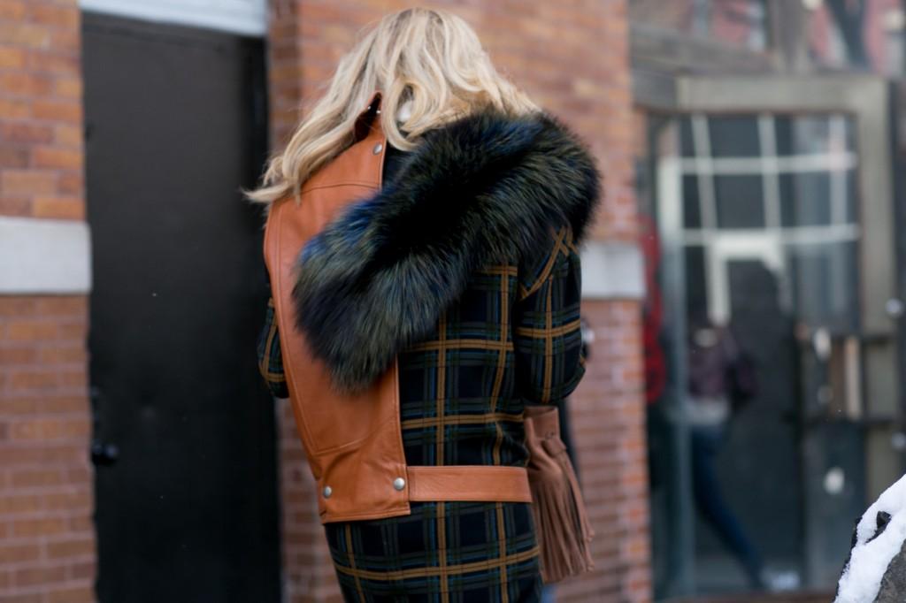 Ciemne futro - moda uliczna