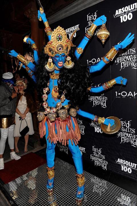 Heidi Klum w kostiumie Boga Shivy podczas imprezy Halloween