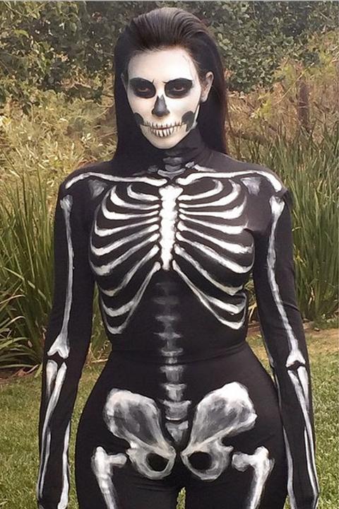 Halloween w stylu gwiazd - kostium Kim Kardashian