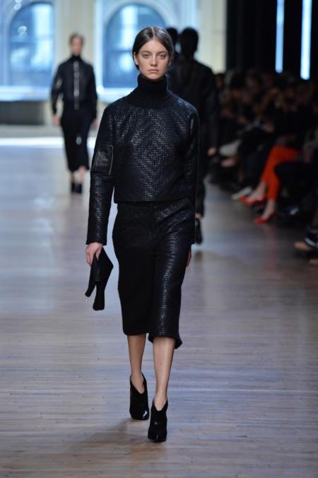 Spdnie culottes w monochromtcznym, czarnym looku.