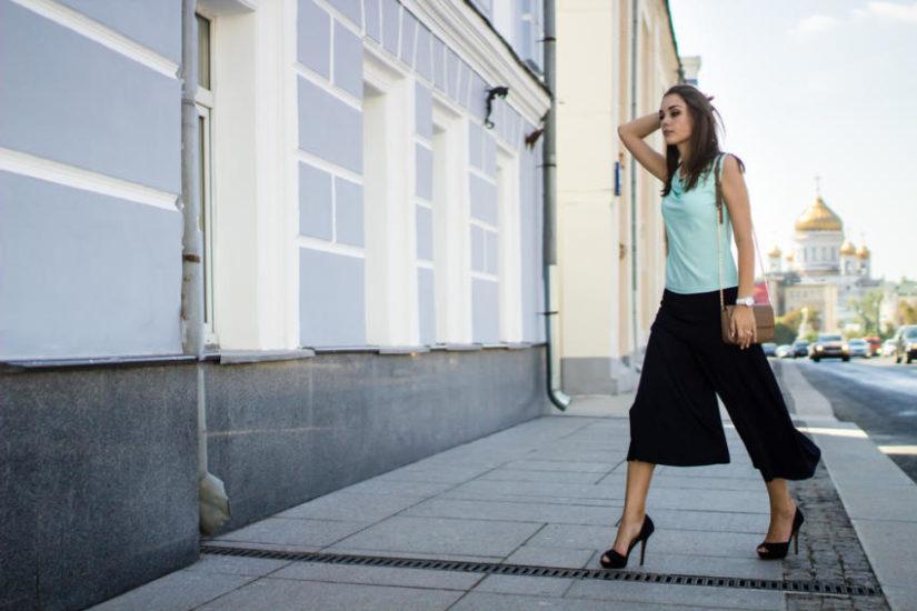 Czarne modne spodnie culottes