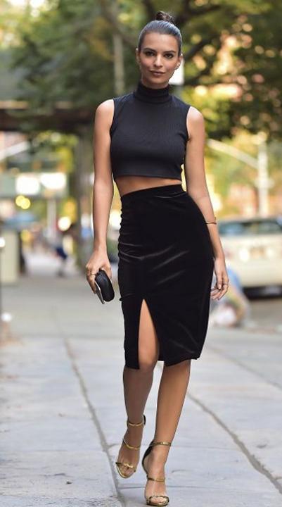 Letni outfit - ciemno szary crop top i czarna rozcinana spódnica midi