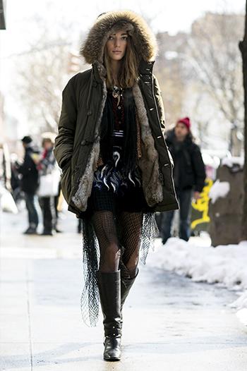 Czarne kozaki przed kolano - street fashion