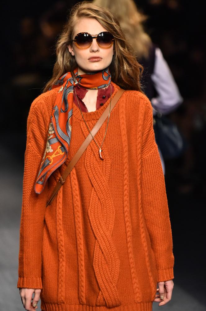 Kolory jesieni - pomarańczowy sweter