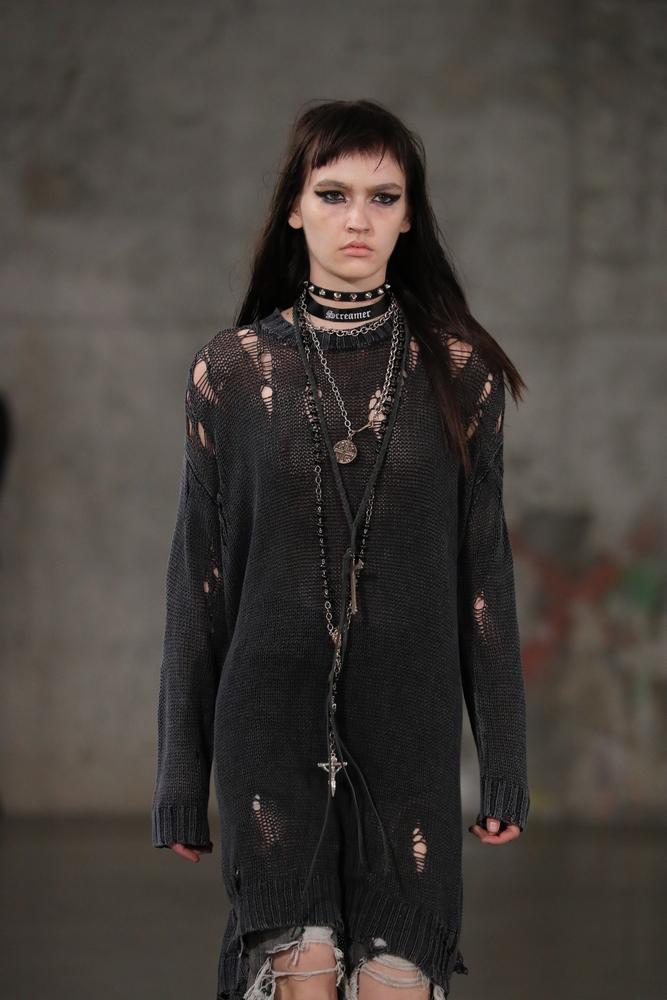 Sweter-sukienka w stylu grunge
