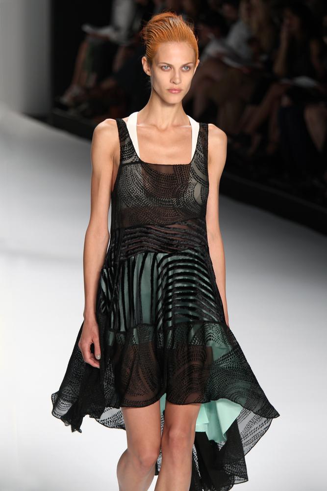 Zwiewna asymetryczna sukienka andrzejkowa