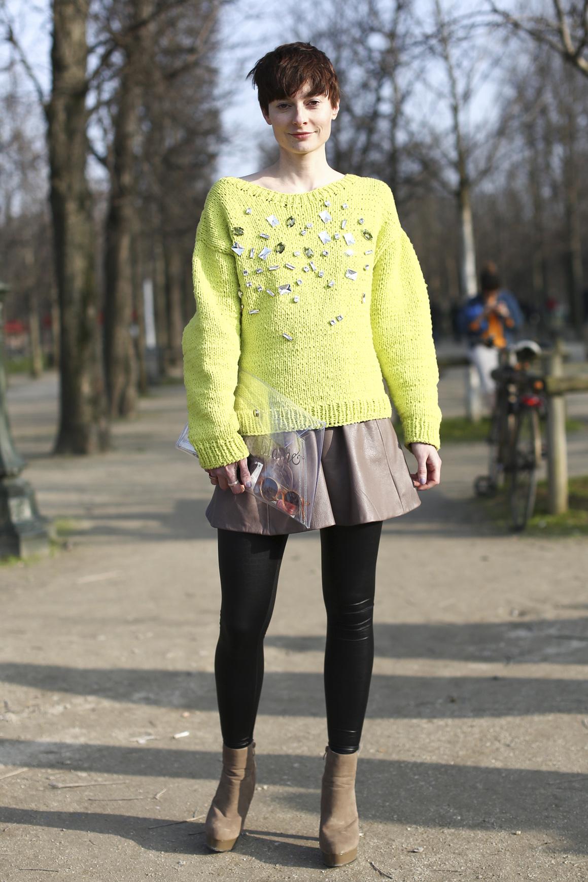 Limonkowy sweter ze zdobieniami