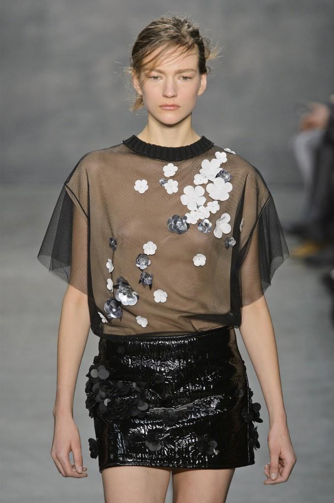 Prześwitująca bluzka ze zdobieniami z kolekcji Very Wang