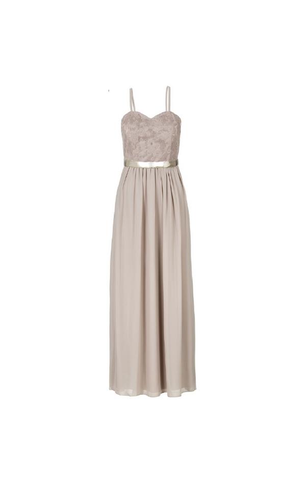 Długa beżowa suknia ze złotym paskiem