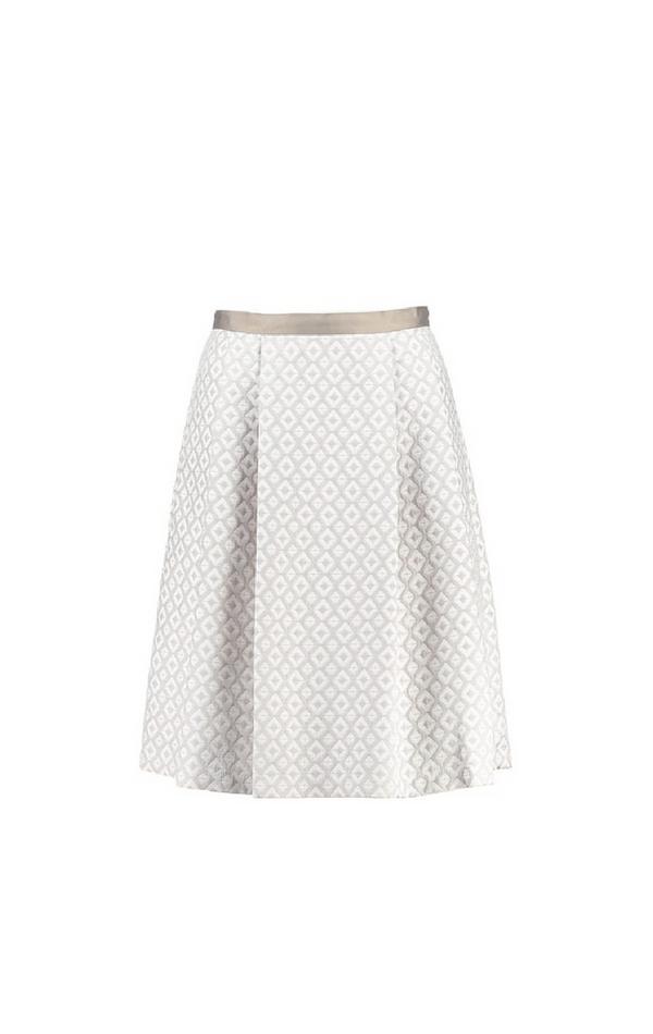Biała rozkloszowana spódnica ze złotymi wzorami