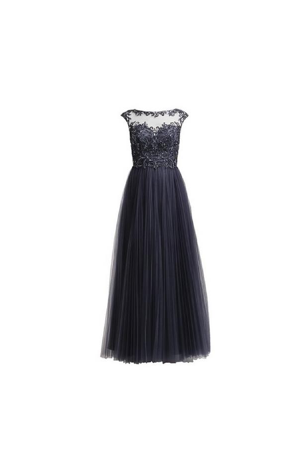 Długa ciemnoszara suknia wykończona koronką