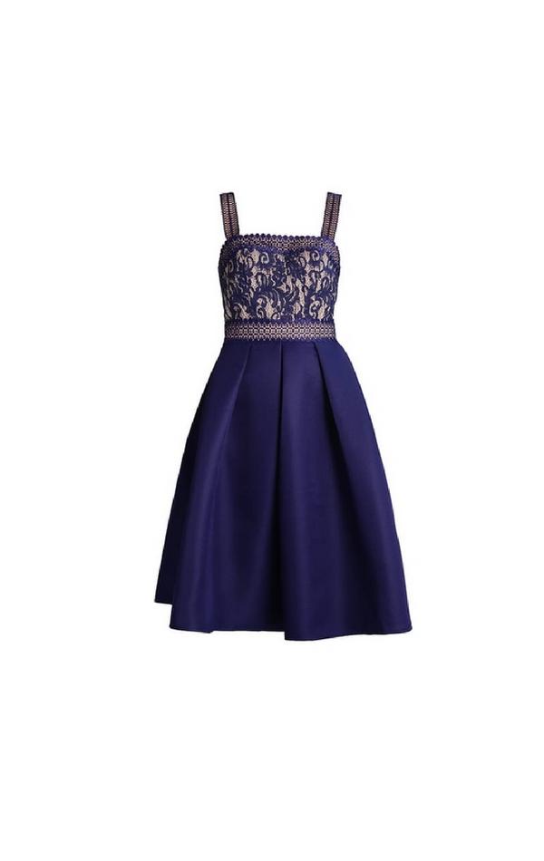Krótka granatowa sukienka z ozdobną górą