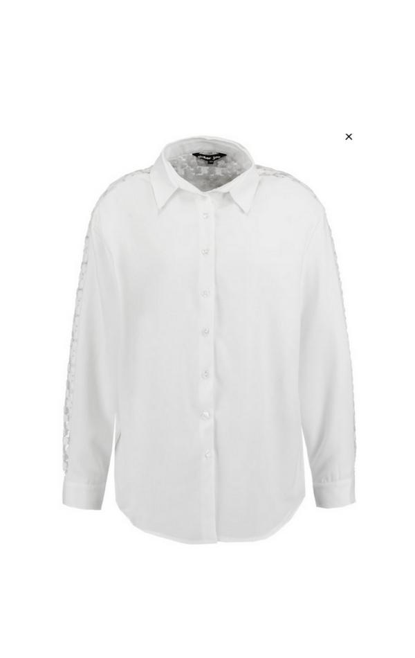 Klasyczna biała koszula z kołnierzykiem
