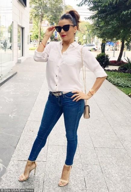 Biała klasyczna koszula nie musi oznaczać tylko biurowego look'u