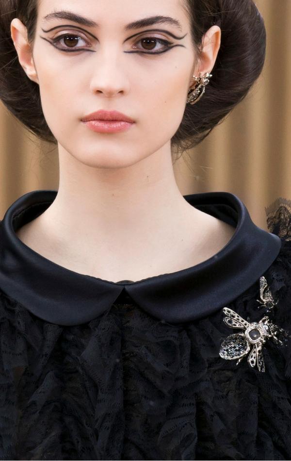 Broszka w kształcie motyla, jak ta od Chanel, sprawi, że będziesz prezentować się elegancko i z klasą!