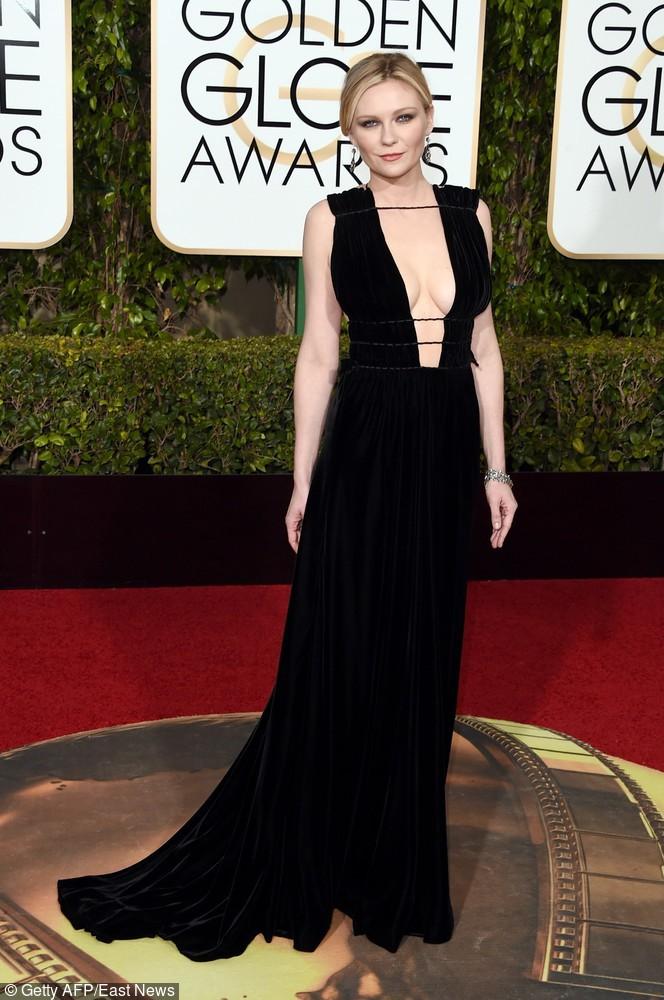 Kristen Dunst zaprezentowała się w czarnej sukni podkreślającej kształty