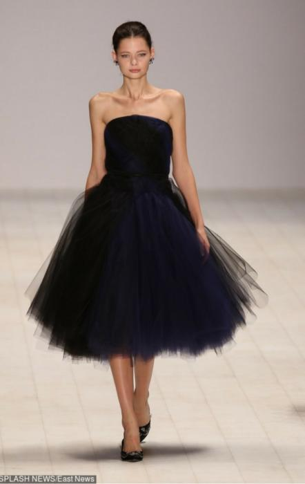 Krótka granatowa sukienka z tiulem
