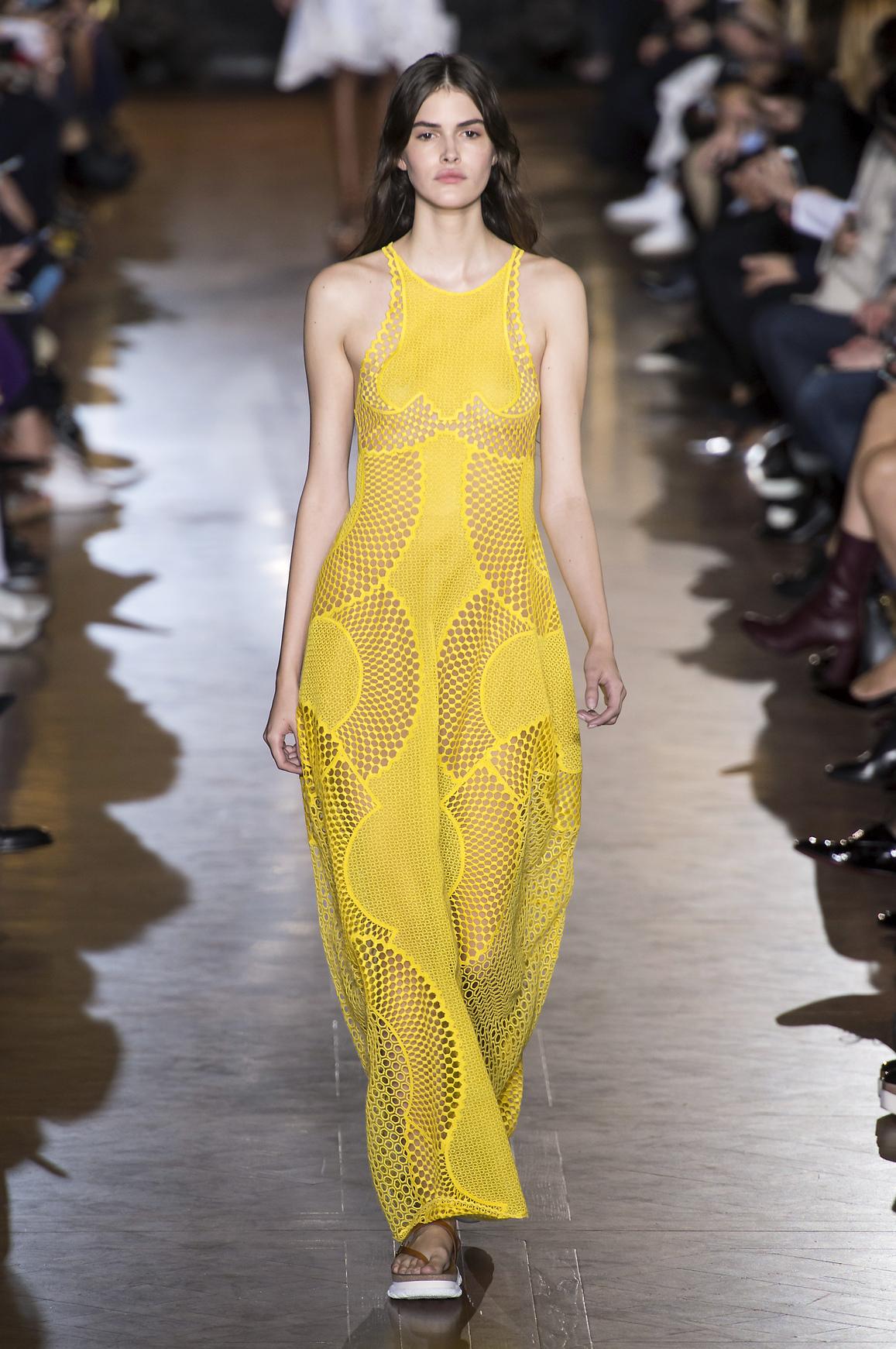 Stella McCartney prezentuje modny intensywny żółty kolor - buttercup