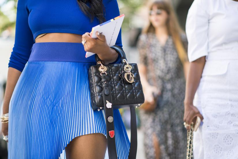 Plisowana spódnica, street fashion w Nowym Jorku
