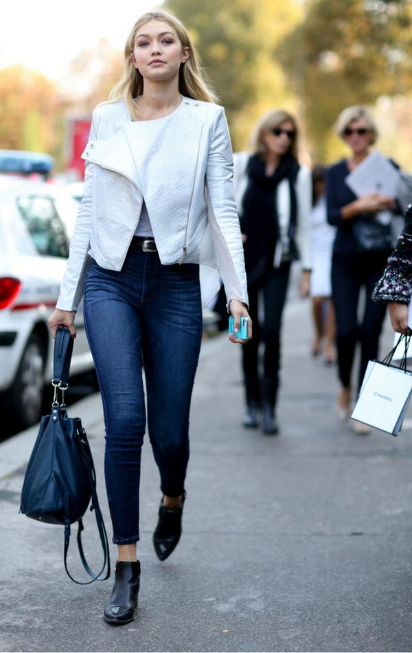 Biała ramoneska - mocny element stylizacji Gigi Hadid