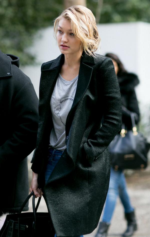 Modelka w klasycznym płaszczu oversize