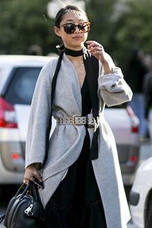 Stylowa czarna chusta - Paris Fashion Week wiosna/lato 2016