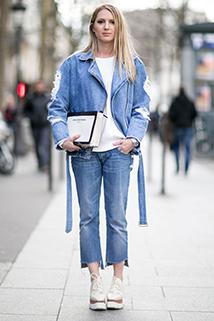 Jeansowa kurtka z obciętymi jeansami to idealny zestaw na codzień