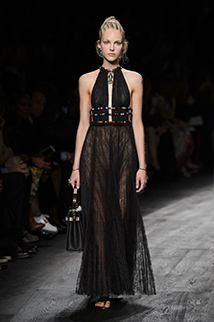 Czarna zwiewna sukienka