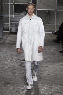 Minimalistyczny outfit w kolorze bieli