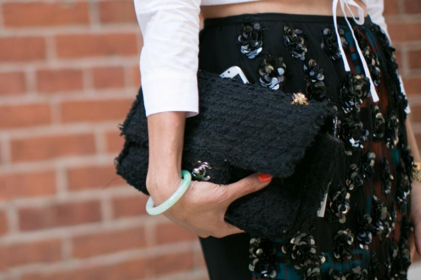Stylizacje z cekinową spódnicą