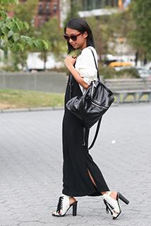 Czarny plecak z połyskiem