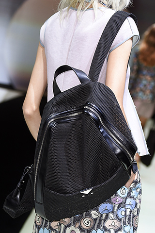 Minimalistyczny plecak od Armaniego