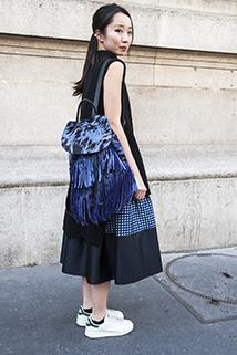 Niebieski plecak w stylu boho