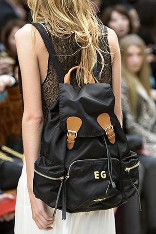 Czarny plecak z brązowymi detalami od Burbery