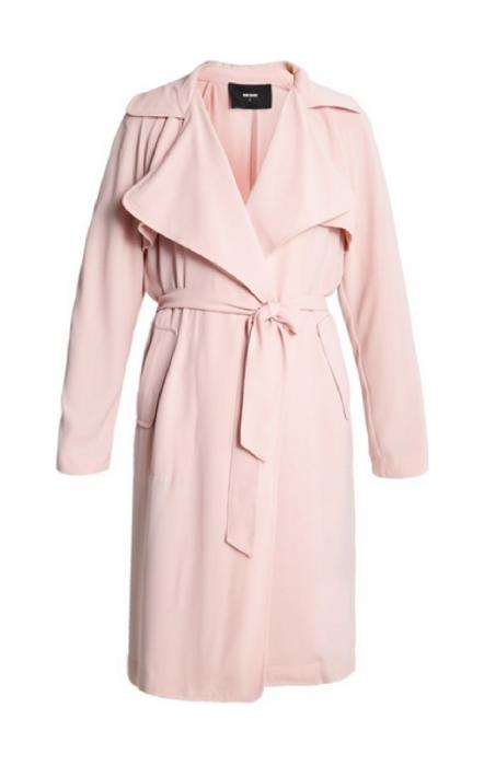 Pudrowo różowy płaszcz z paskiem