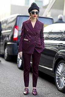 Stylowo - damski smoking w fioletowym kolorze