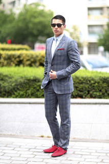 Elegancki szary garnitur w kratkę
