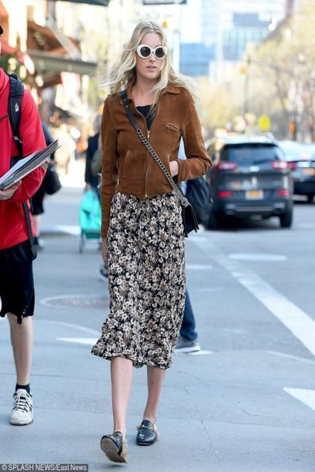 Aniołek Victoria's Secret, Elsa Hosk w krótkiej zamszowej kurtce