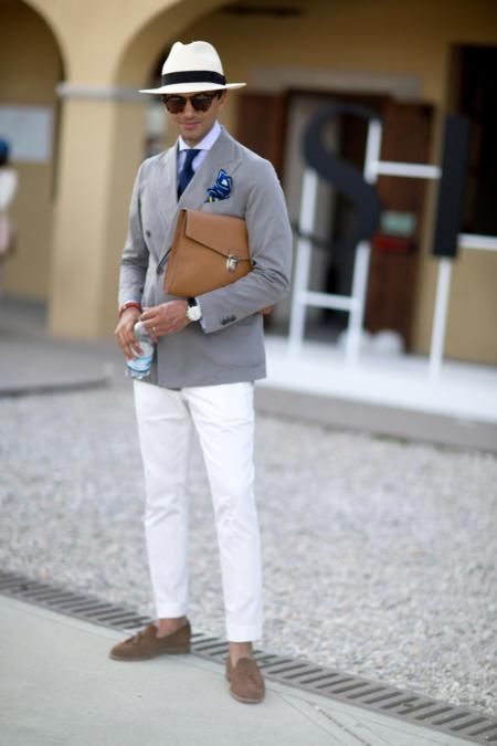 Szara marynarka i białe spodnie