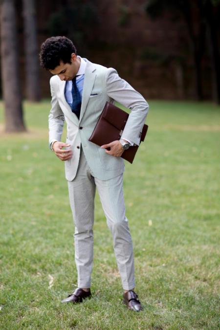 Biały garnitur w prążki