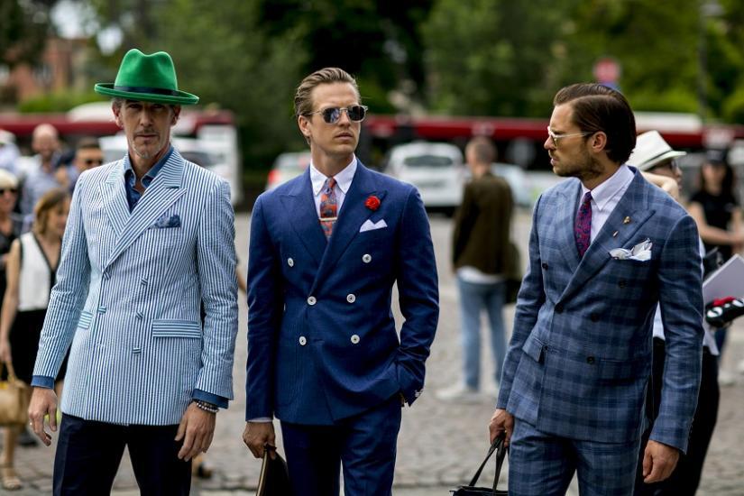 Kolorowe garnitury podczas Fashion Weeku w Mediolanie