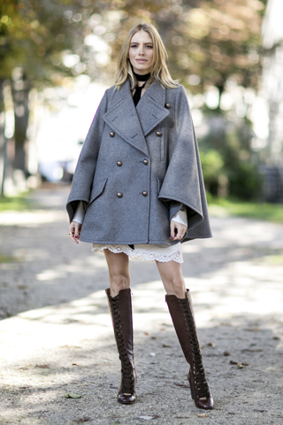 Perminova w stylowym szarym płaszczu
