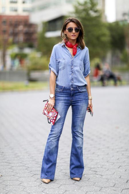 Jeans ożywiony kolorem