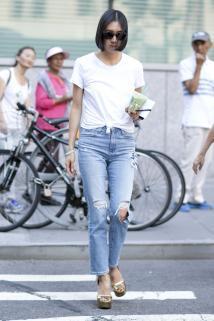 Klasyczne jeansy z dziurami