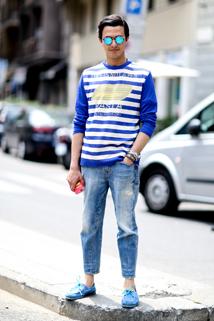 Dopasowana bluza w połączeniu z jeansami będzie wyglądać jednocześnie stylowo, ale nie dziecinnie