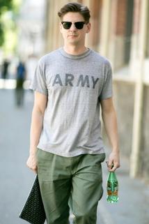 Szary T-shirt z napisem