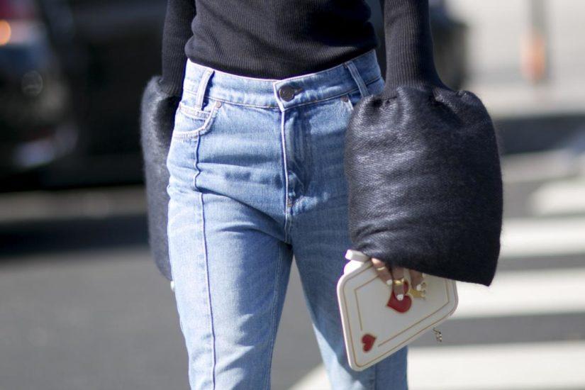jak nosić nieśmiertelny modny jeans