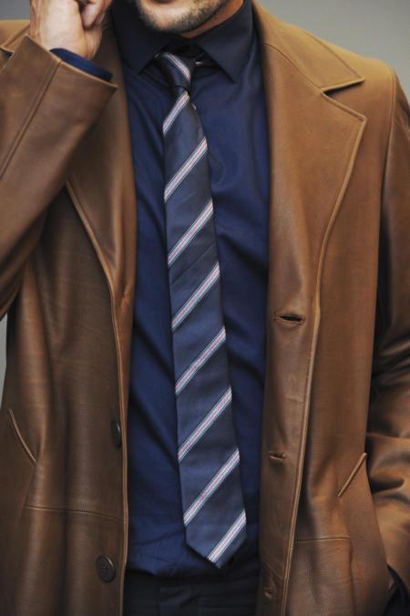 krawat w paski do skórzanej kórtki