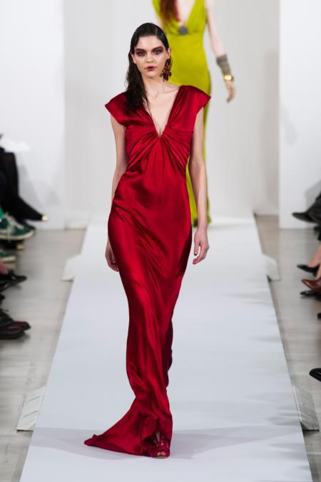 Długa czerwona suknia Oscar de la Renta